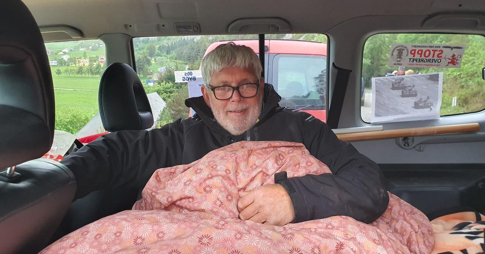 Hans Petter Thue har overnatta i bilen sidan torsdag 28. mai. Der har han planar om å bli så lenge han kan. Foto: Privat