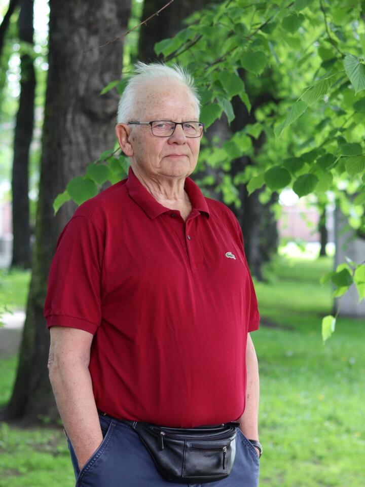 Eivind Liven, tidlegare veterinærdirektør (den siste i rekkjer) og redaktør for boka Dyrehelsa i Norge. Foto: Janne Grete Aspen