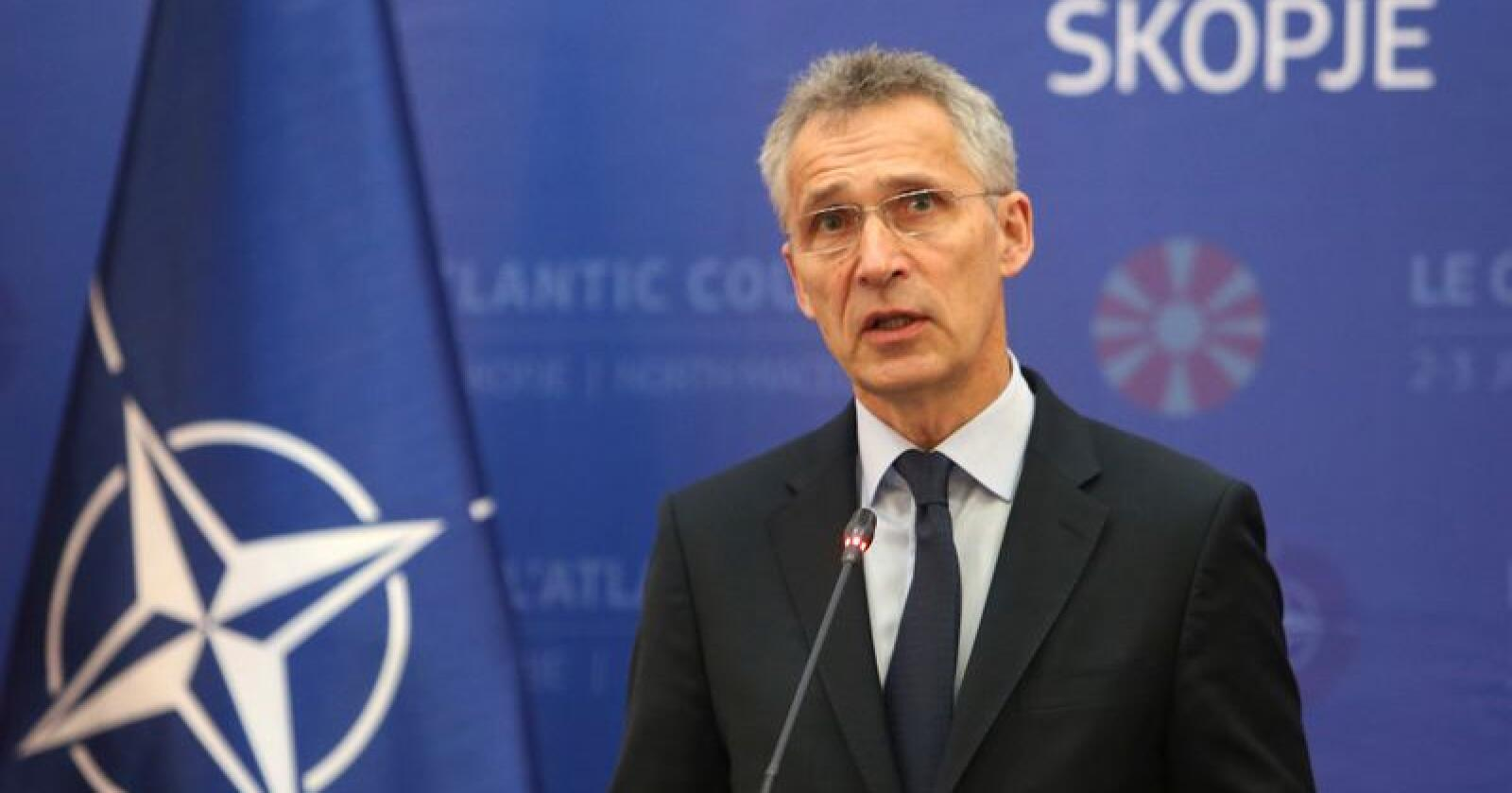Det er bra Norge øker, men de fleste andre land øker mer, sier NATOs generalsekretær Jens Stoltenberg. Foto: Boris Grdanoski / AP.