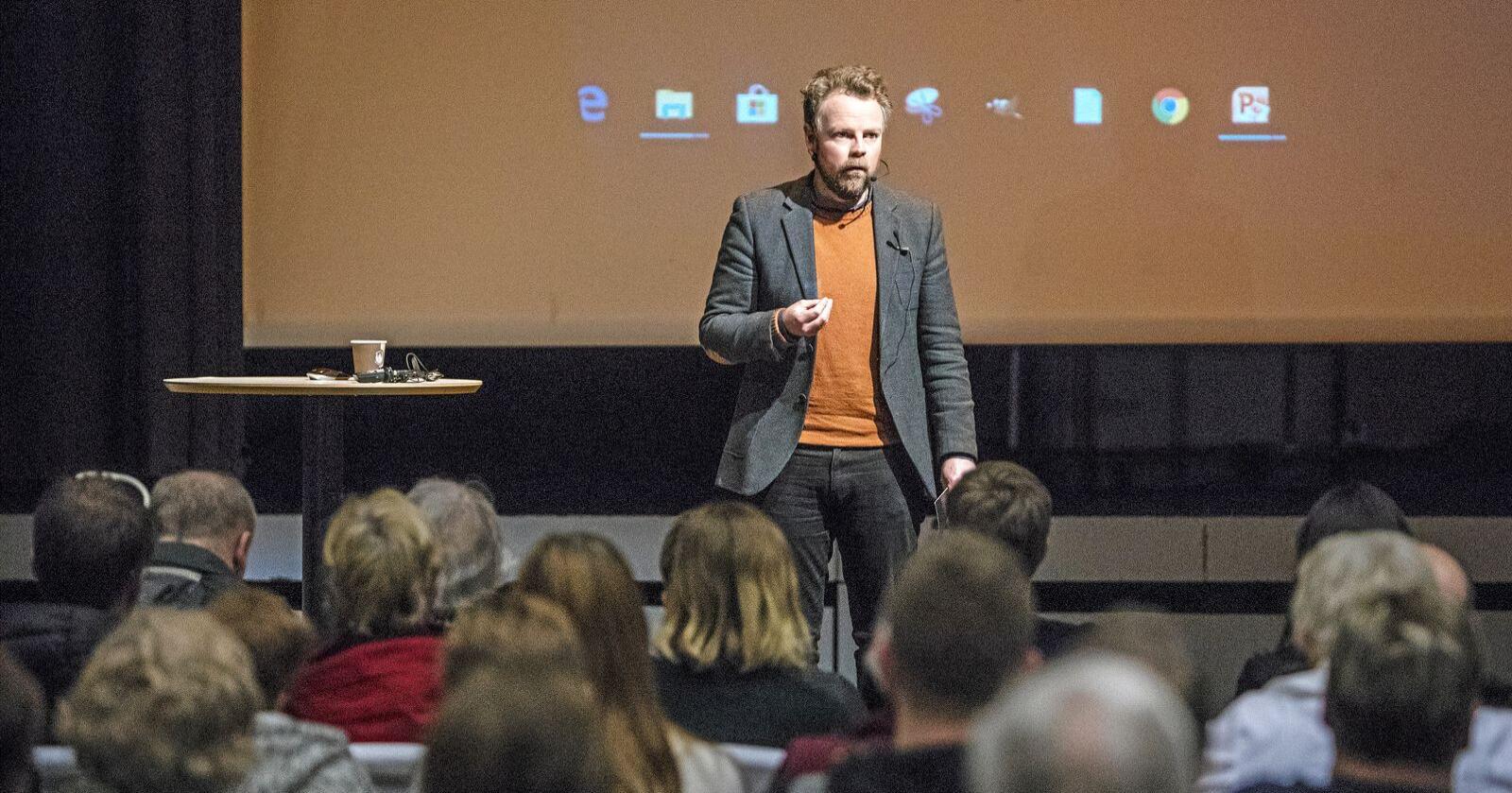 På folkemøte: Næringsminister Torbjørn Røe Isaksen (H) på folkemøte om kobberutvinning i Kvalsund. Foto: Ole Berg-Rusten / NTB Scanpix