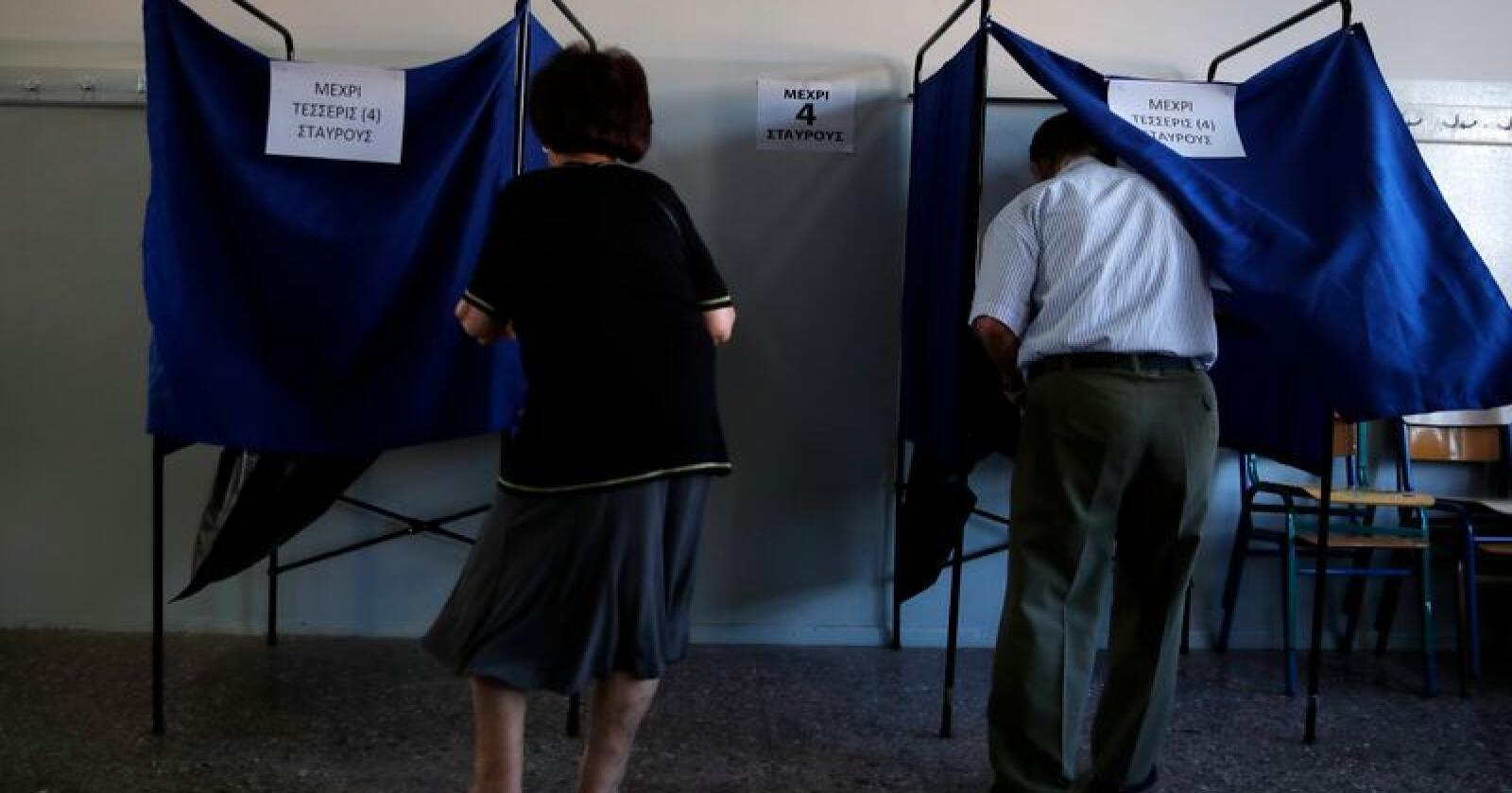 Grekere stemmer. Foto: Thanassis Stavrakis / AP / NTB scanpix