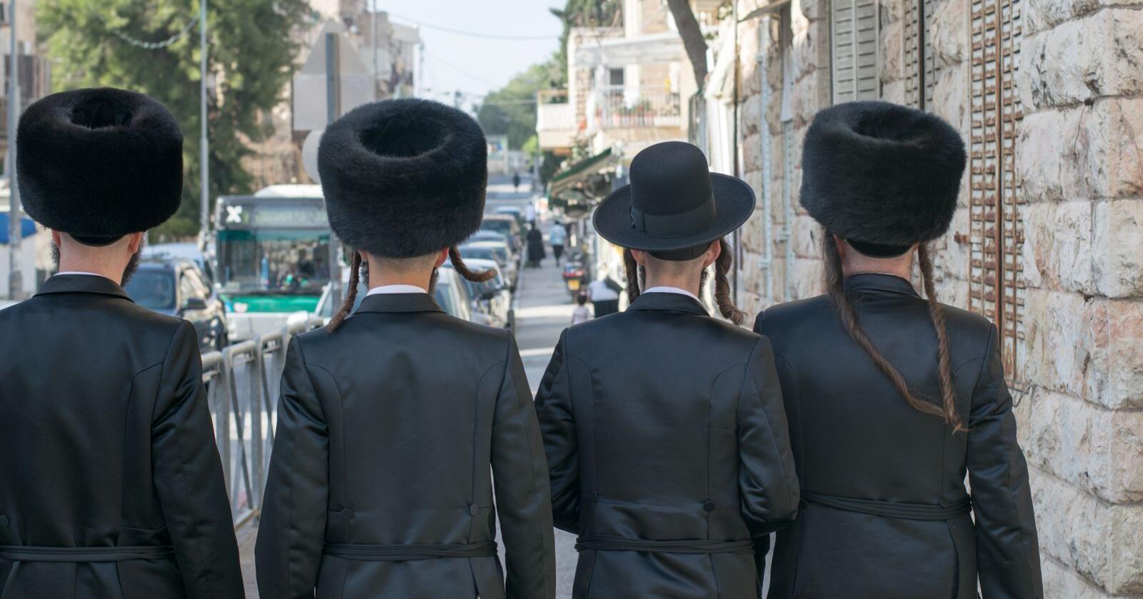 Israel forbyr pels, men kan tillate unntak for religiøse plagg som den runde pelsluen enkelte ortokse grupper bruker, shtreimel. Foto: Shutterstock