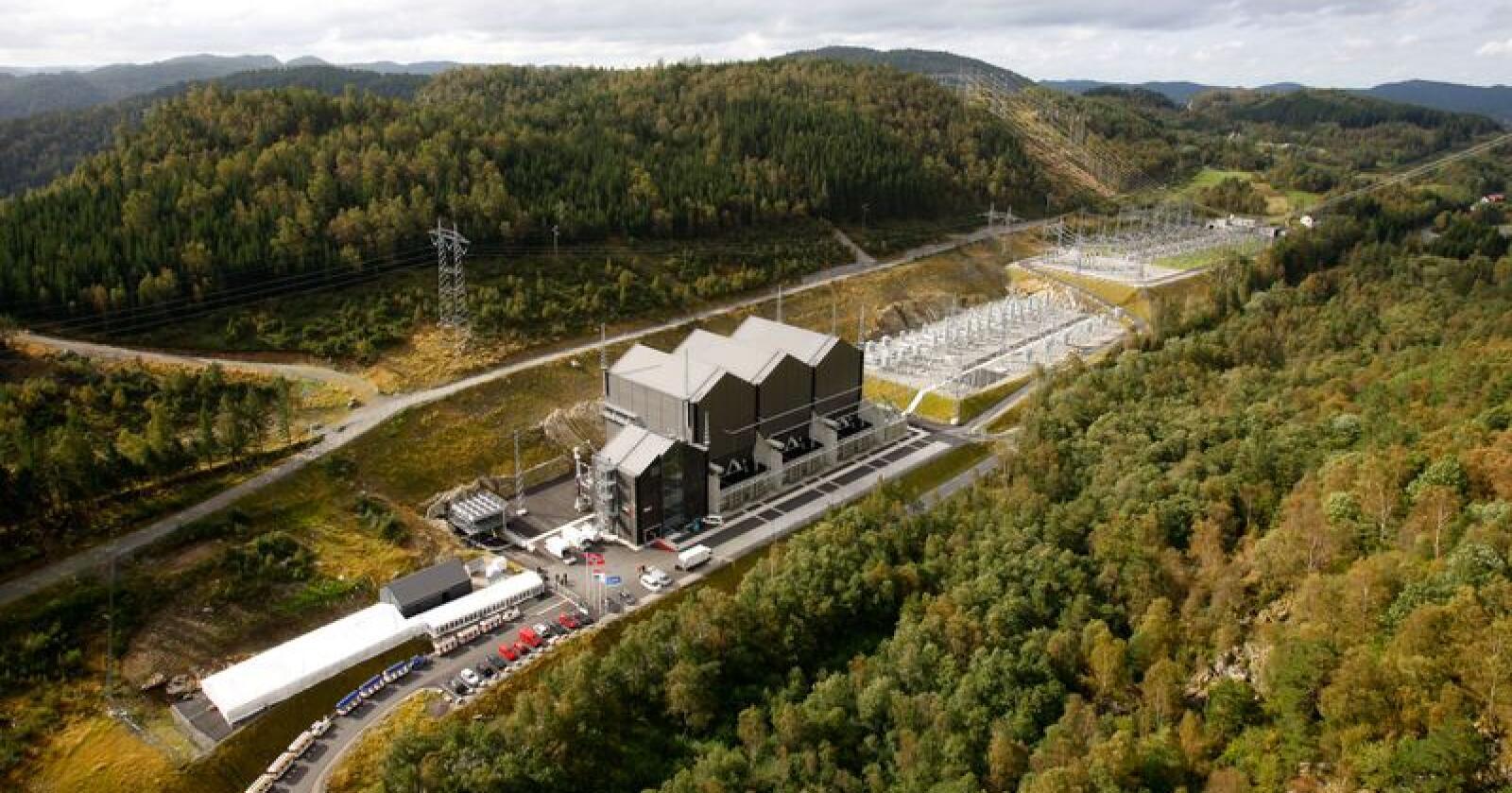 Utelandskabel: Statnetts NorNed-anlegg på Raustad var verdens lengste kraftkabel under vann da den ble åpnet i 2008. Foto: Tor Erik Schrøder/NTB scanpix