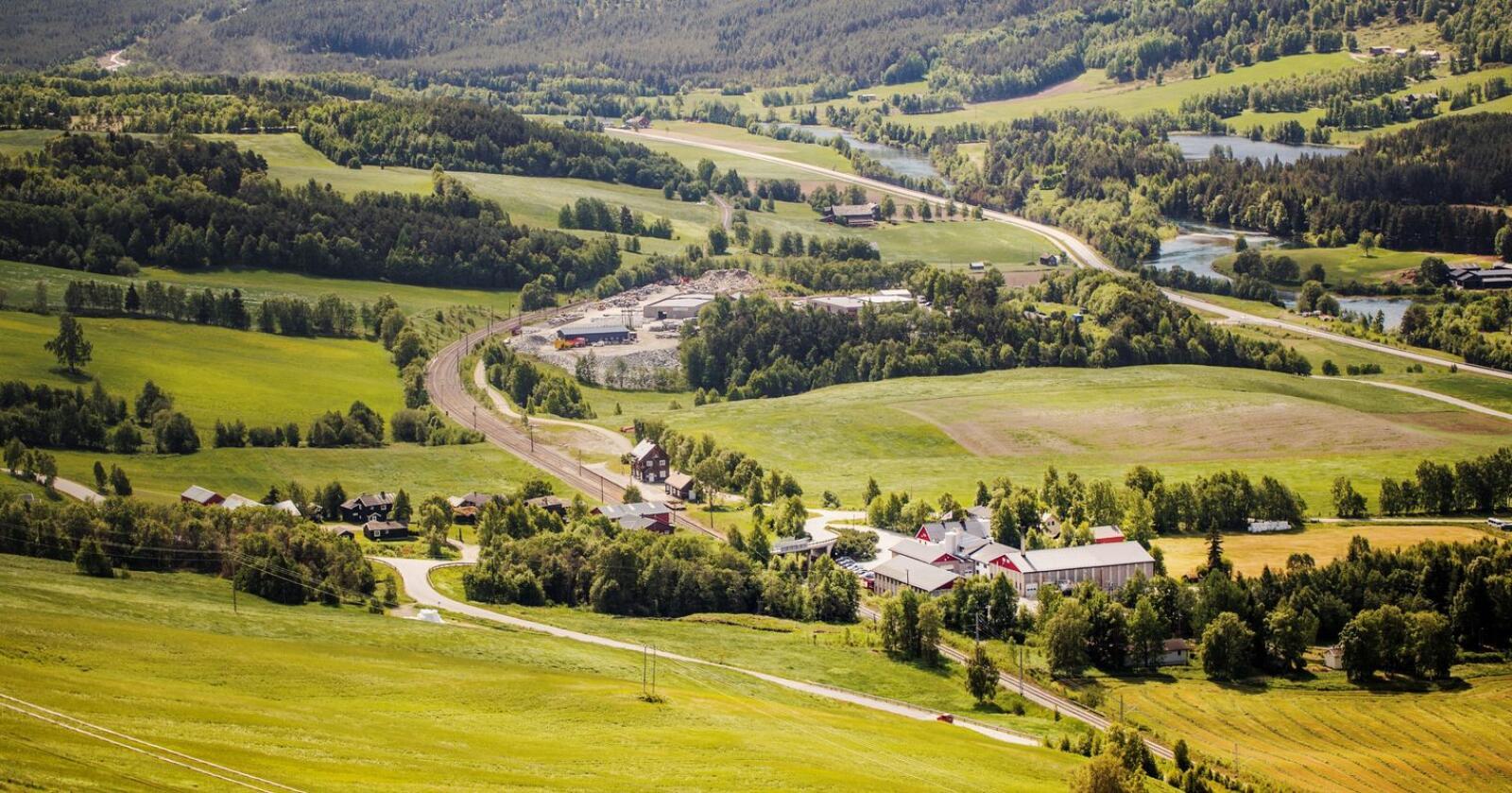 Meieriet på Dovre er en viktig arbeidsplass i fjellbygda. Med denne satsingen vil arbeidsplassene sikres, mener Tine. (Foto: Tine)
