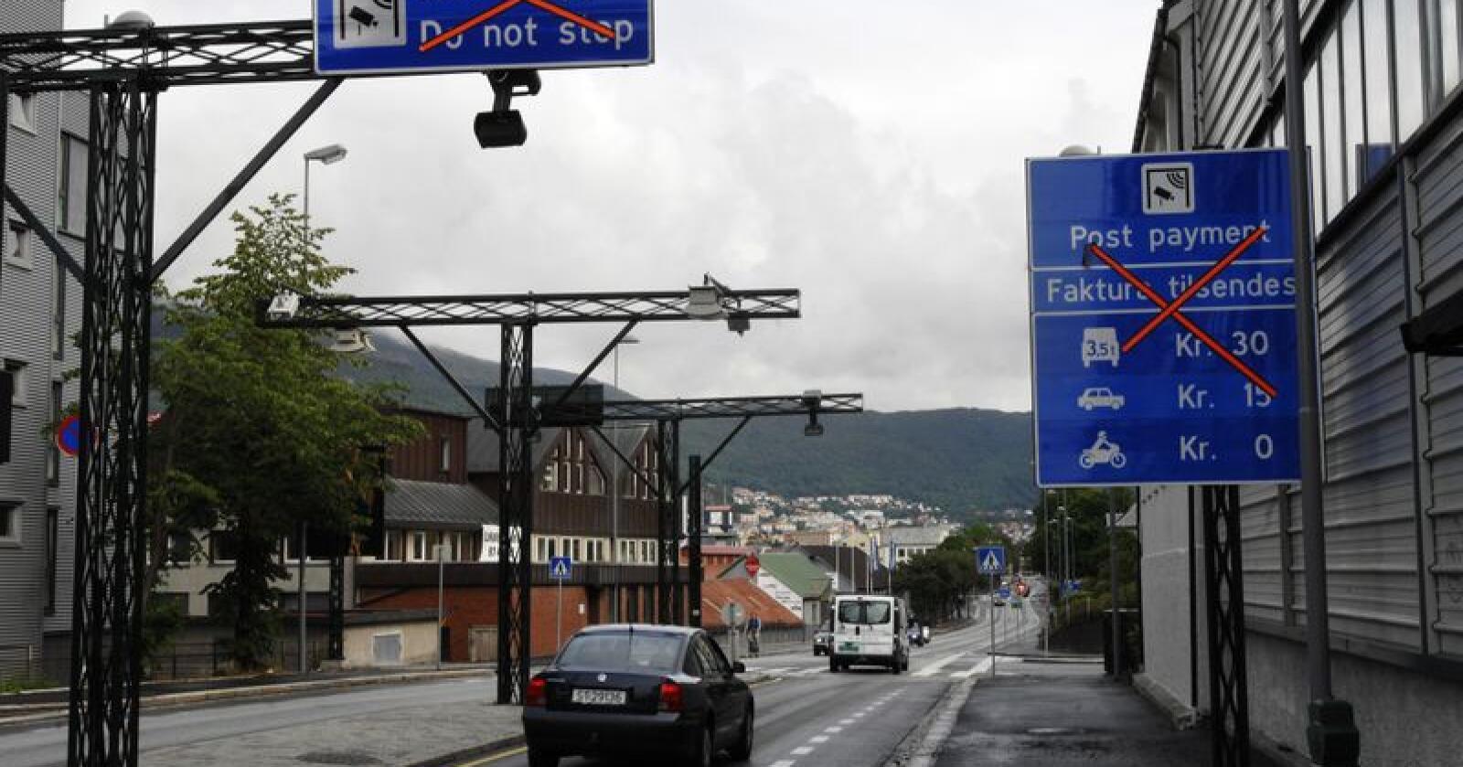 I Bergen svarar 40 prosent at bompengar kjem til å påverke kven dei stemmer på i kommune- og fylkestingsvalet, medan Hordaland totalt ligg på 28 prosent. Foto: Marit Hommedal / NTB Scanpix / NPK