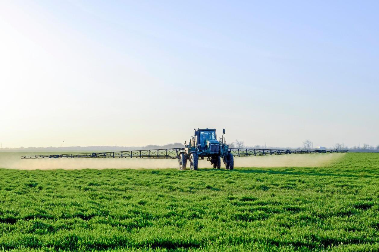 Monsanto går sammen med flere bondeorganisasjoner for å saksøke delstatsmyndighetene i California.