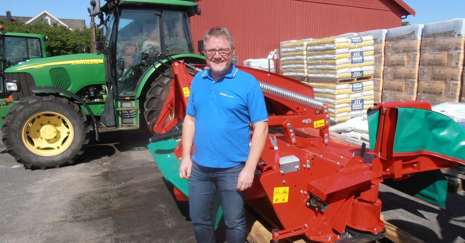 Positiv: Halle Arnes er fagkoordinator for HMS i Norsk Landbruksrådgiving. Arnes mener det er på tide med påbud om bruk av setebelte i traktor. (Foto: NLR)