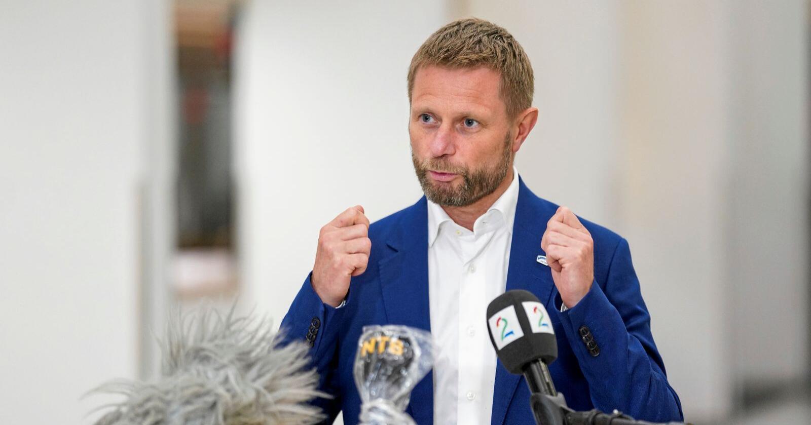 Bent Høies uttalelser vitner om en helseminister som ikke har nok innsikt i hvordan hverdagen er i kommunene, skriver Ap-ordførerne. Foto: Fredrik Hagen / NTB