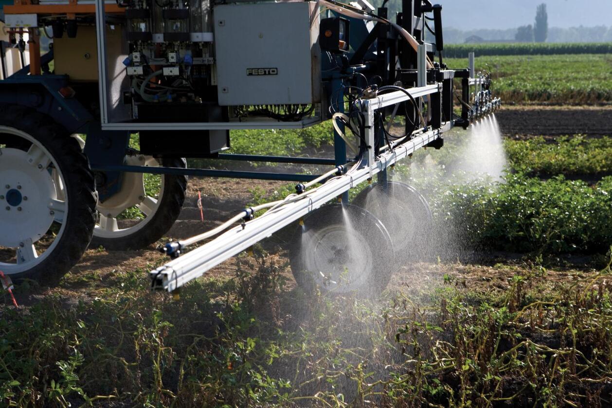 De seks store: Monsanto, BASF, Syngenta, Dow, Dupont og Bayer. Fotomontasje: Svein Egil Hatlevik