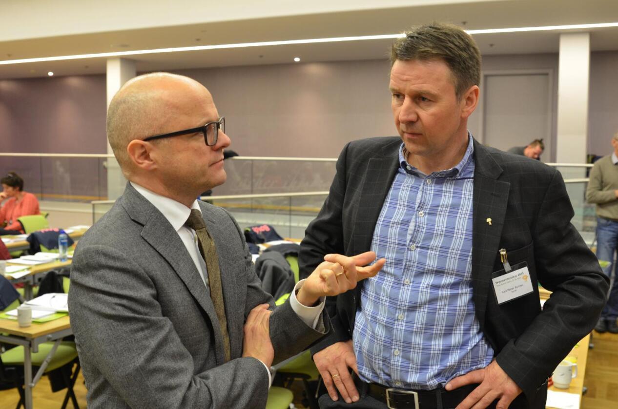 Reagerer: Lars Petter Bartnes (t.h.) mener Vidar Helgesen i praksis har forledet Stortinget til å vedta et forlik som er ulovlig. (Foto: Arkivfoto)