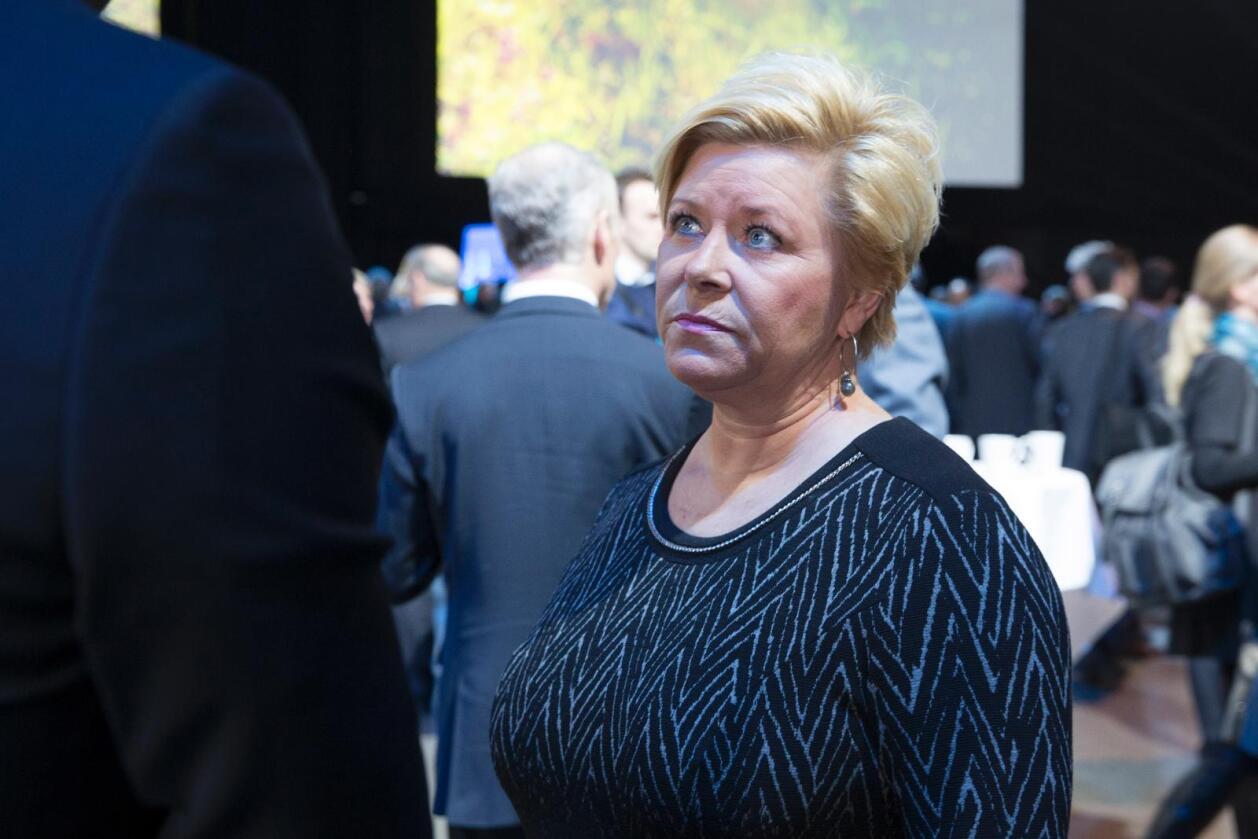 Finansminister Siv Jensen (Frp) har fått råd fra noen av Norges ledende eksperter om hvorvidt oljefondet bør tillates å investere tyngre i ikke-børsnotert eiendom og infrastruktur. Foto: Håkon Mosvold Larsen / NTB scanpix