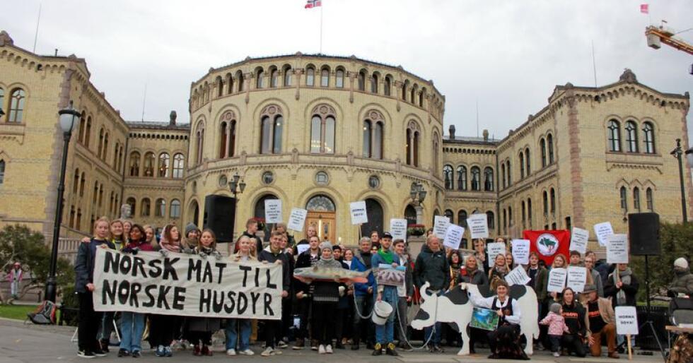 Soya: Demonstrasjon mot norsk soyaimport foran Stortinget i 2018. Foto: Heidi Mohrsen/Latin-Amerikagruppene