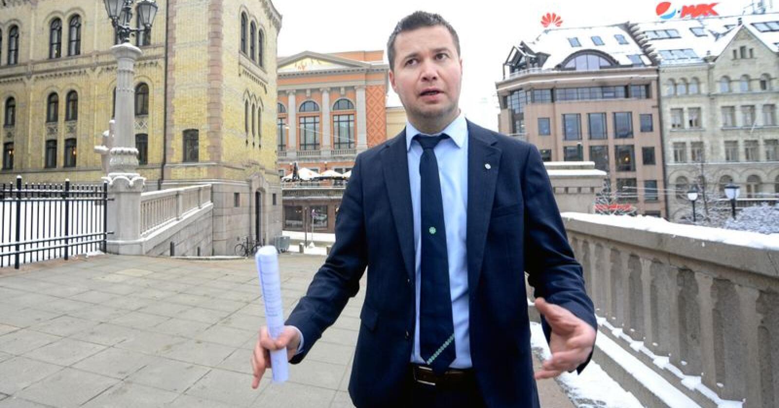 Geir Pollestad (Sp) mener Bollestads nye jordvernstrategi ikke går langt nok i stoppe svinn av matjord. 660.000 dekar med matjord er nedbygd de siste 70 årene. Foto: Siri Juell Rasmussen