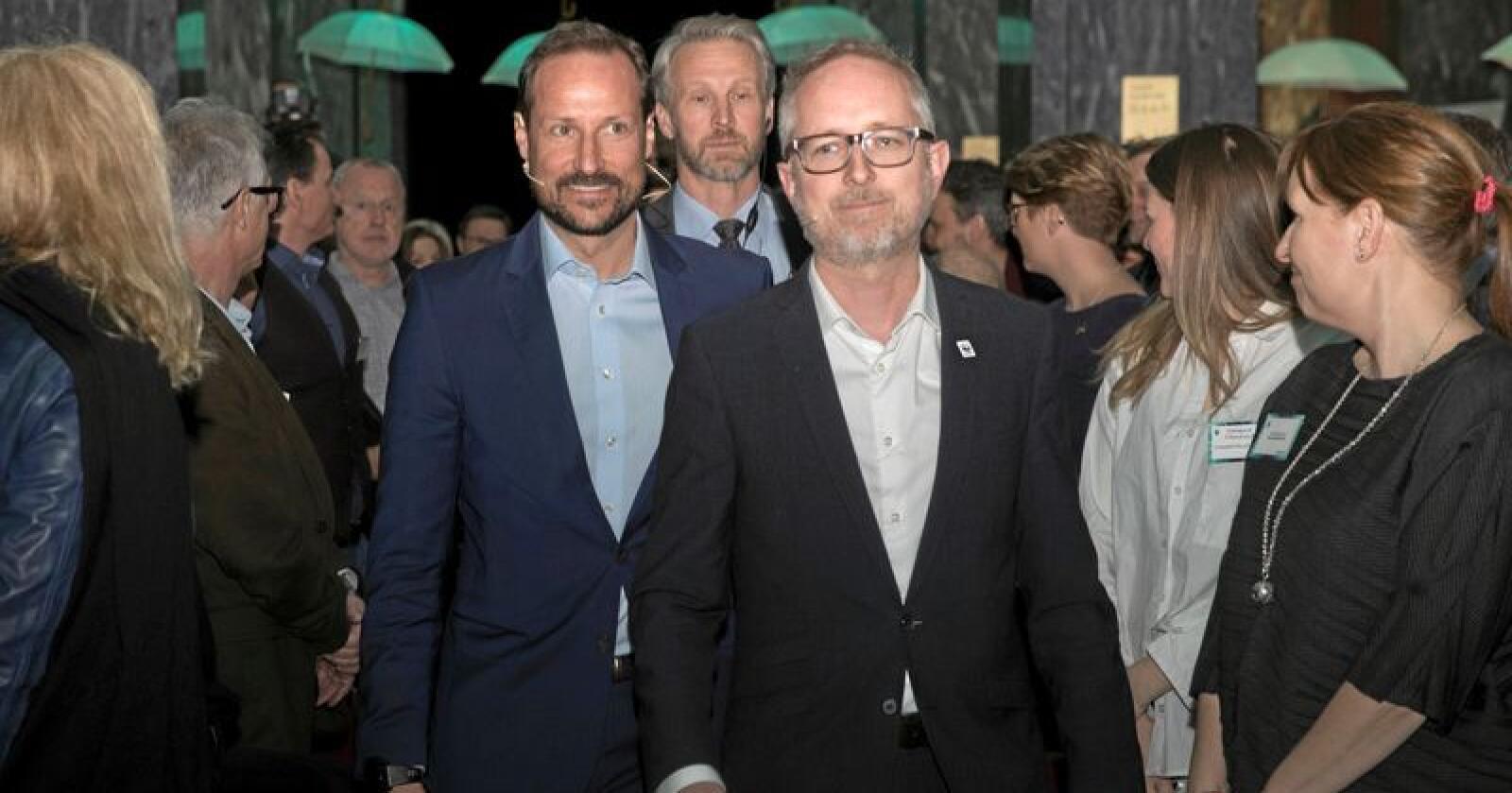 Kronprins Haakon og generalsekretær Bård Vegar Solhjell i WWF Verdens naturfond ankommer arrangementet Miljøtalen. Foto: Terje Bendiksby / NTB scanpix