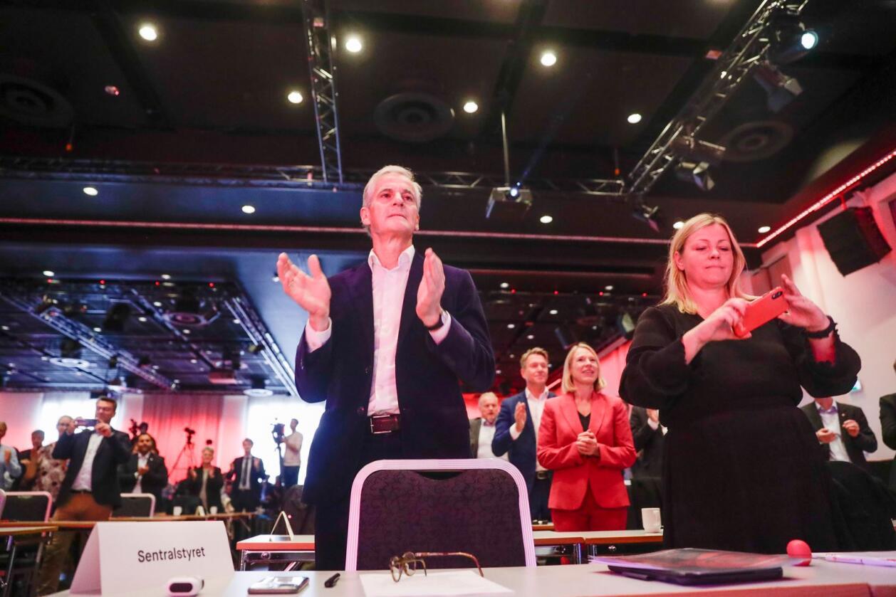 Arbeiderpartiet var tirsdag samlet til landsstyremøte i Folkets Hus i Oslo. Her er partileder Jonas Gahr Støre sammen med partisekretær Kjersti Stenseng. Foto: Berit Roald/NTB