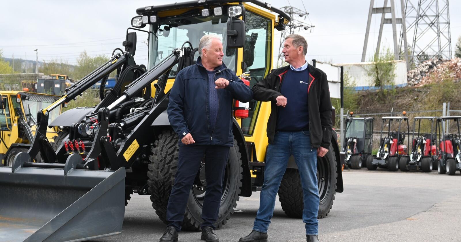Daglig leder Ole Hveem ( til venstre) i Akershus Traktor og daglig leder i Sandhaug AS, Rune Sandhaug skal samarbeide om å få flere Lundberg-maskiner ut til Norske kunder.