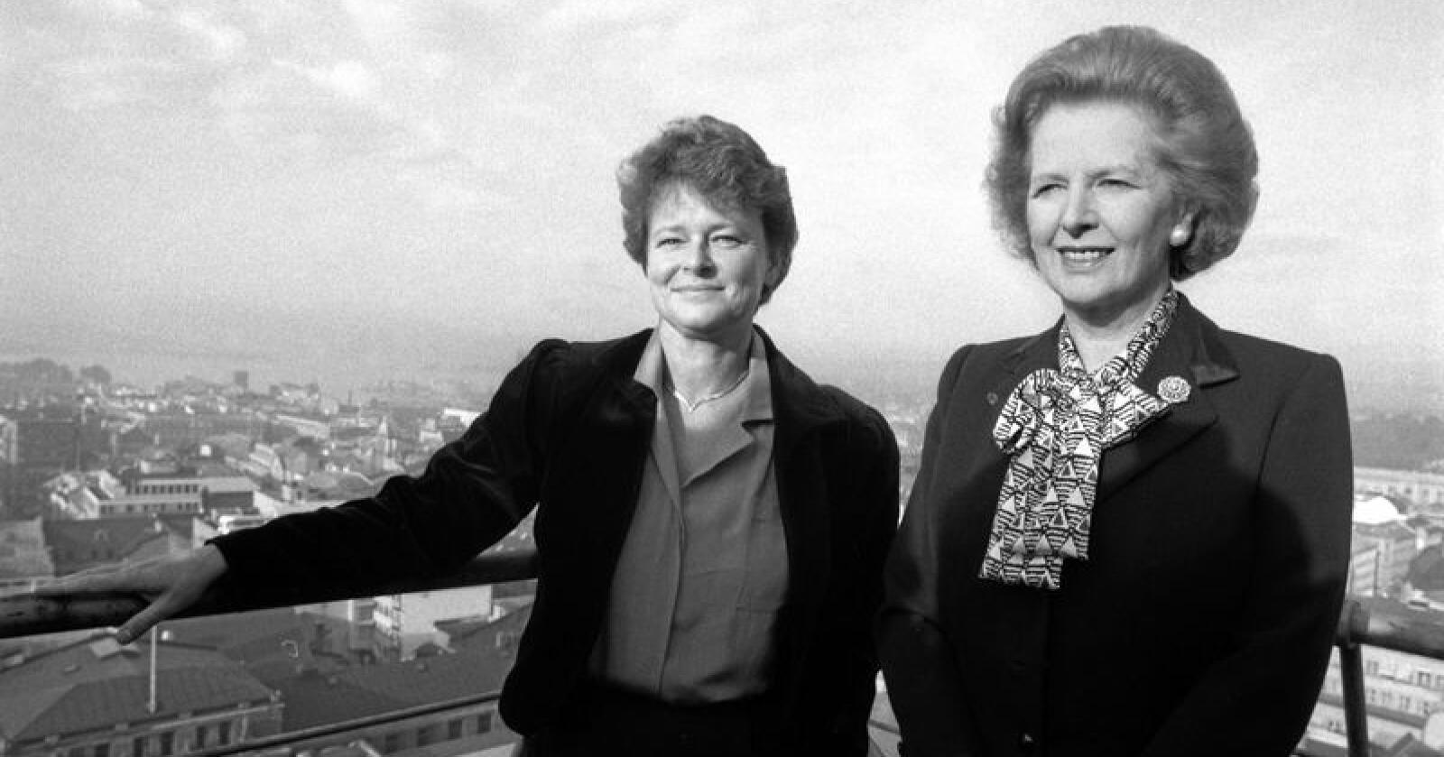 Oslo 1986: Statsministrene Margaret Thatcher og Gro Harlem Brundtland (t.v.). Seks år senere hevdet Brundtland at Thatcher hadde grunn til å frykte «sniksosialisering» av EU. Her på toppen av Regjeringbygget. Foto: Jens Kvale NTB / Scanpix