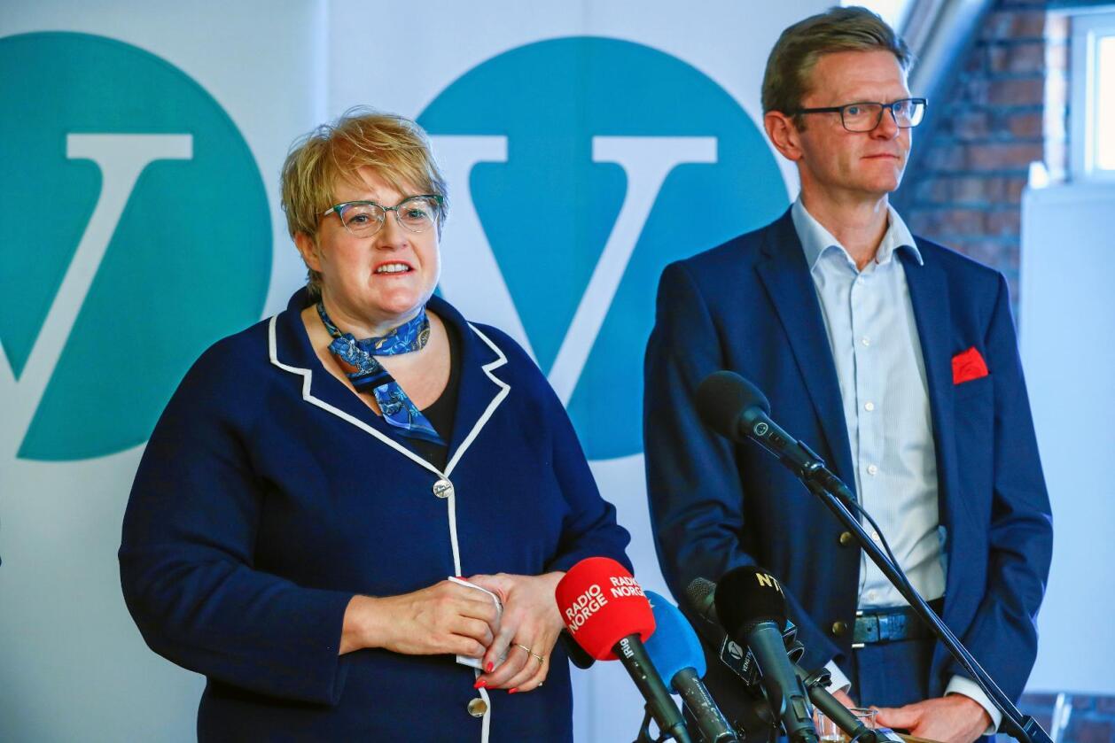Stortingsbehandling: Det er spenning knytt til kva Venstre, her ved partileiar Trine Skei Grande (t.v.) og nestleiar Terje Breivik, landar på når jordbruksoppgjeret skal behandlast i Stortinget. Fleire Venstre-kandidatar til Stortinget seier statens tilbod er for dårleg. Foto: Terje Pedersen / NTB scanpix