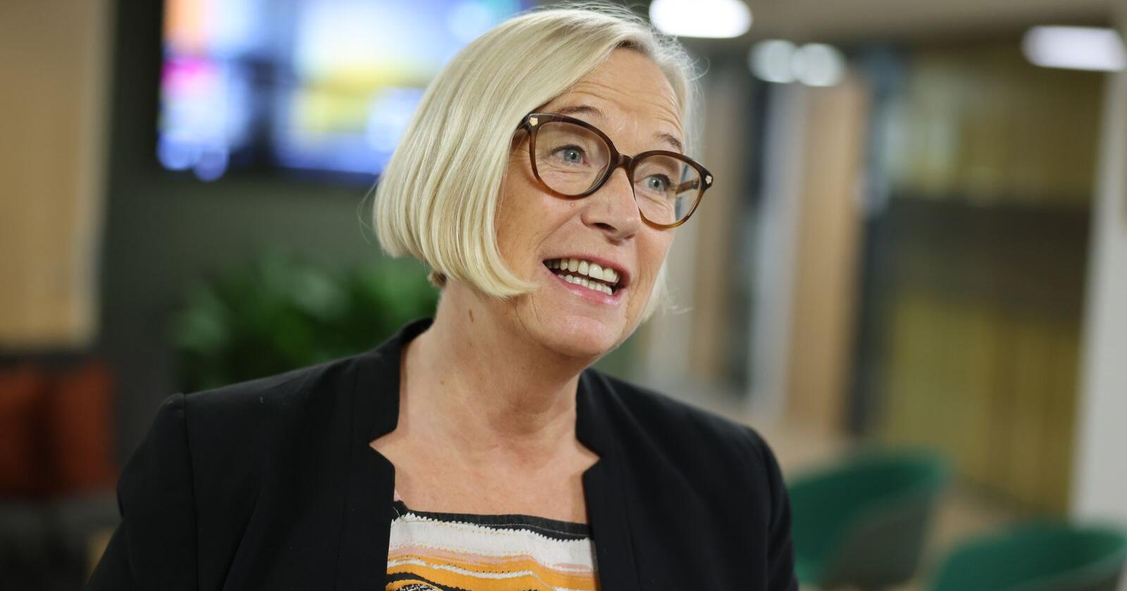 Senterpartiets parlamentariske leder Marit Arnstad vil ha full sal når Stortinget behandler EUs fjerde jernbanepakke. Hun håper Stortinget vil sende saken i retur til regjeringen. Foto: Ørn E. Borgen / NTB