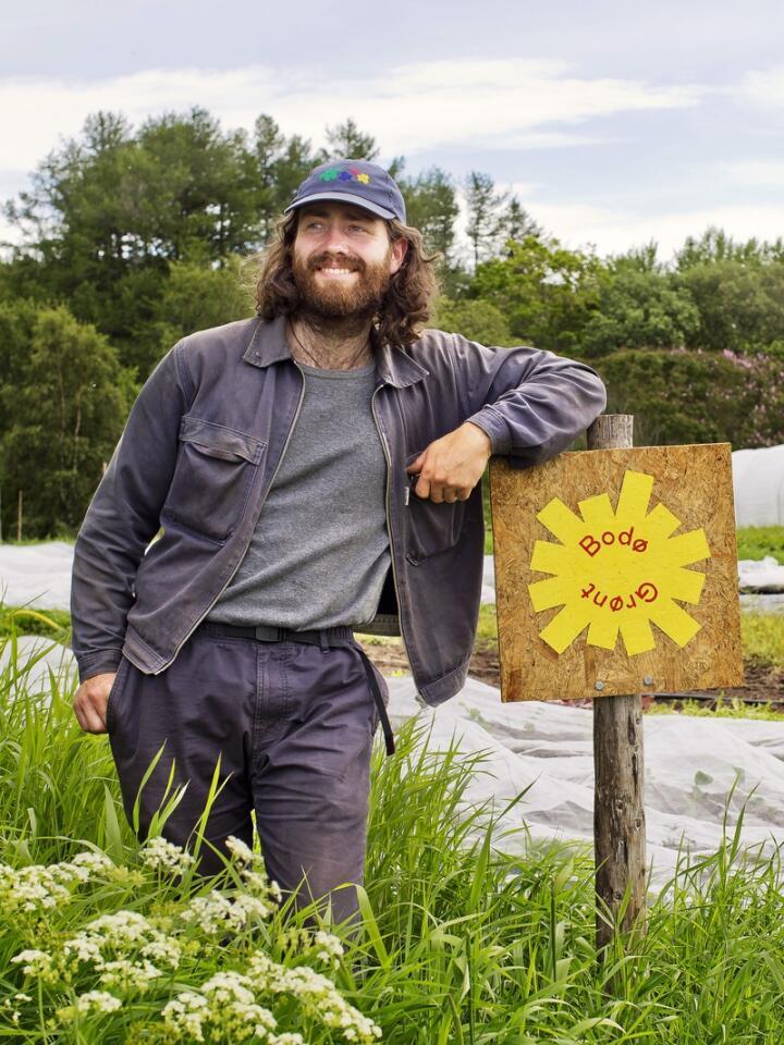 Urban grønnsaksprodusent. Gaute Terjesson flyttet tilbake til hjembyen for å gi Bodøfolk ferske grønnsaker. – Det følger en god lokalhistorie med mine grønnsaker. Foto: Solfrid Sande