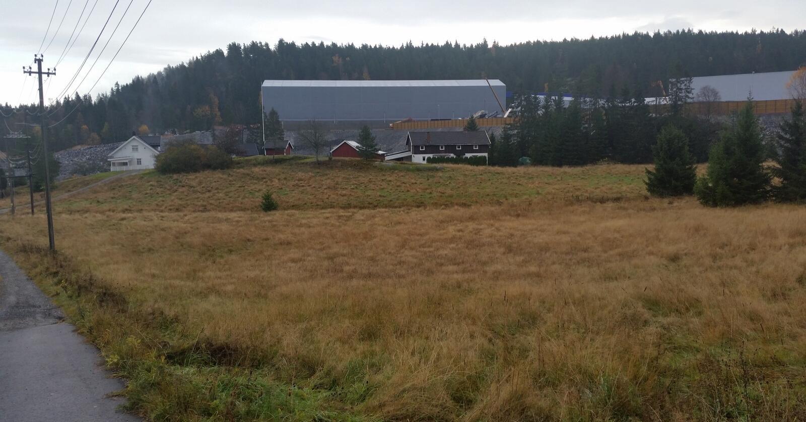 Småbruket på Holstad gård i Oslo er overtatt av Bane NOR som deponi for fyllmasse fra den nye tunnelen på Follobanen. Foto: Advokat Tryti