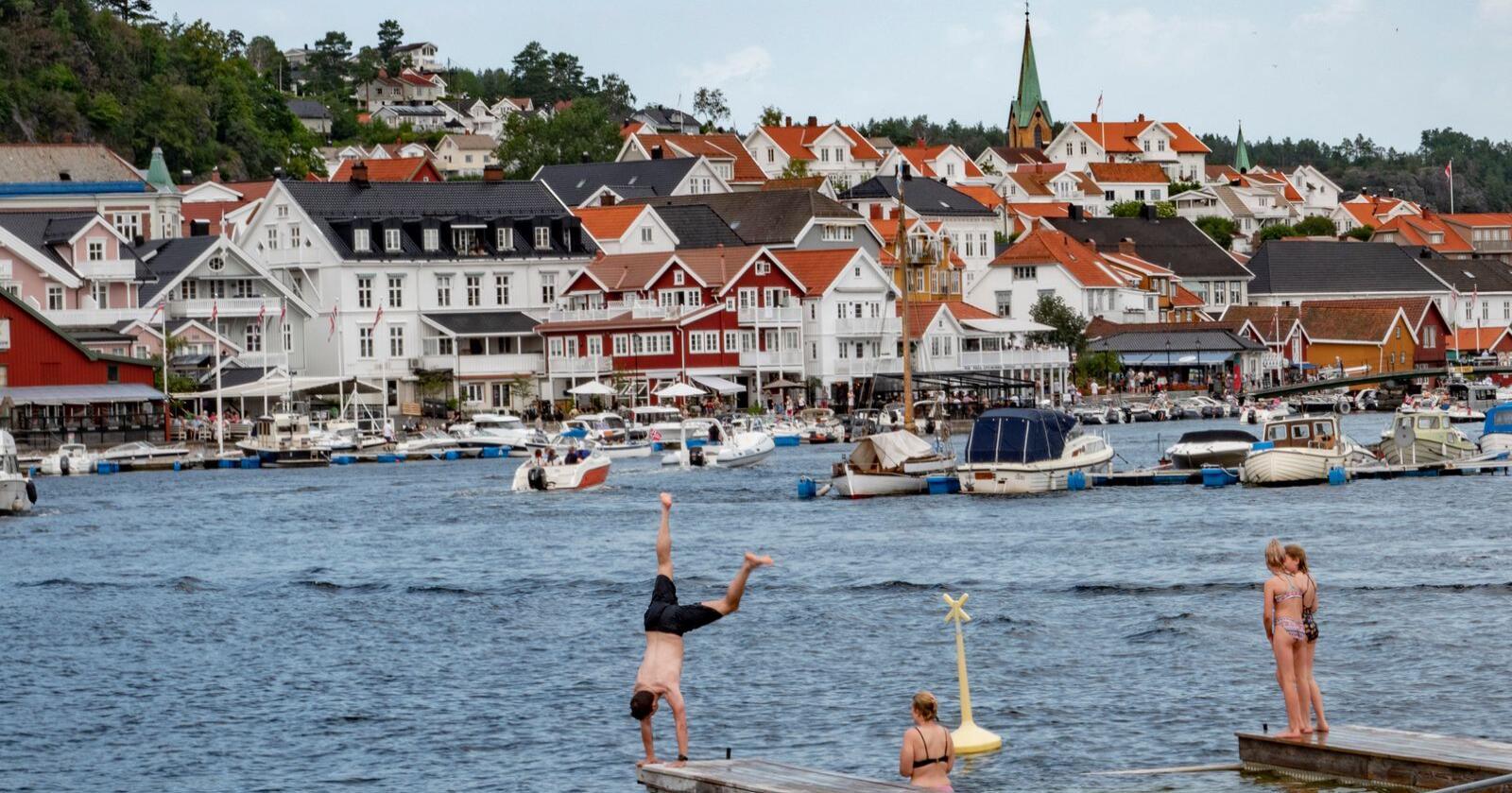 Sol sommer og hetebølge i Kragerø.  Folk koste seg i varme Kragerø lørdag. Her ved badestranden på GunnarsholmenFoto: Geir Olsen / NTB scanpix