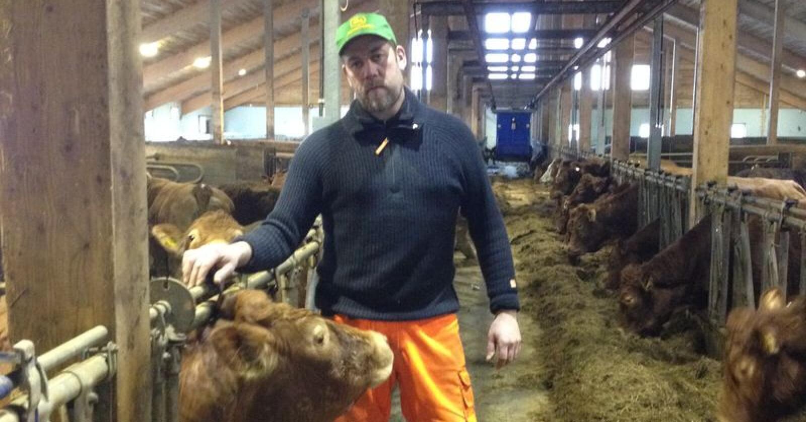Konrad Kongshaug (41) driver med kjøttproduksjon i Averøy. Han har vært leder i Averøy Bondelag i fem år. Foto: Privat
