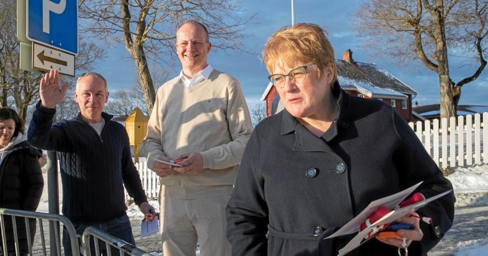 Høyres nestleder Jan Tore Sanner, nestleder i Frp Ketil Solvik-Olsen og Venstre leder Trine Skei Grande  på Granavolden Gjæstegiveri. Foto: Vidar Ruud / NTB scanpix