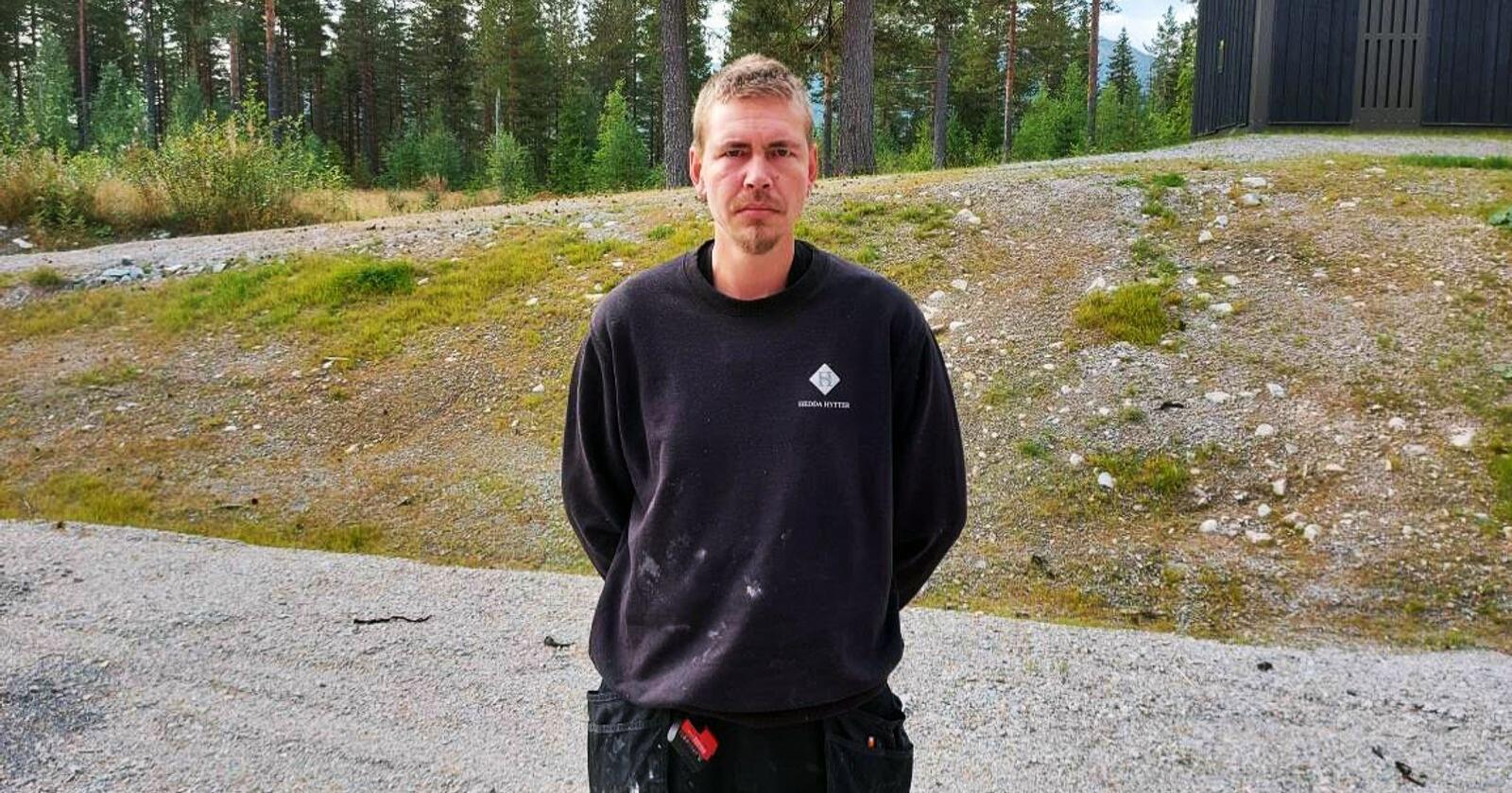 Lån: Snekker og tobarnsfar Ronny Bratteng (38) måtte ta opp lån for å betale strømutgiftene, som var på over to kroner kilowatten i august. Foto: Privat