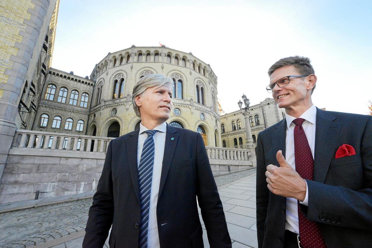 Venstre-nestleder Ola Elvestuen er blant flere politikere som reagerer kraftig på at Arbeiderpartiet og Senterpartiet vurderer å skrote klimapakten med EU. Her sammen med partiets andre nestleder Terje Breivik. Foto: Siri Juell Rasmussen