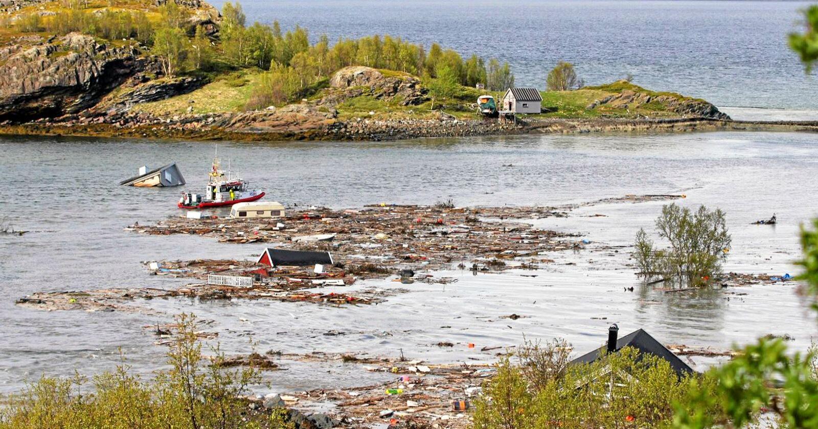 I juni gikk det et skred som tok med seg flere bygninger i Alta. Det får ordføreren til å sende sine tanker sørover til Gjerdrum i dag. Foto: Hanne Larsen / Altaposten / NTB