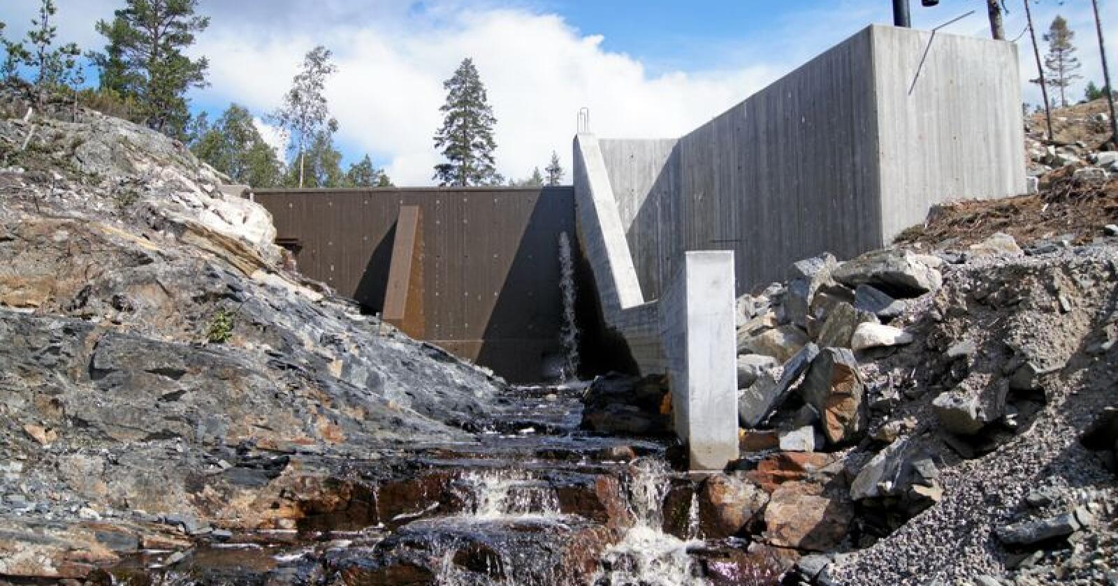 Regjeringen vil ikke endre grunnrenteskatten for små kraftverk. Foto: Erik Vestgård