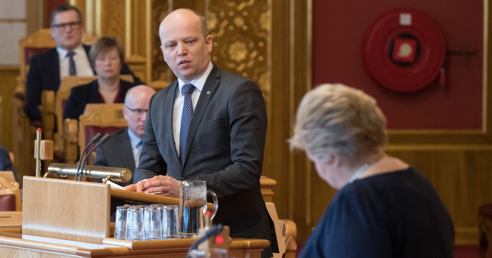 Sp-leder Trygve Slagsvold Vedum stilte spørsmål til statsminister Erna Solberg (H) under en interpellasjon i Stortinget mandag. Bildet er tatt ved en tidligere anledning. Foto: Vidar Ruud / NTB scanpix