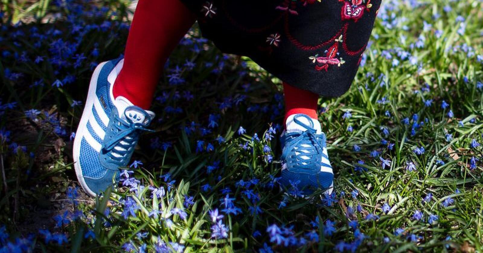 Kan joggesko brukast til bunaden? Ja, meiner Noregs Ungdomslag. Foto: Hedvig Ølmheim