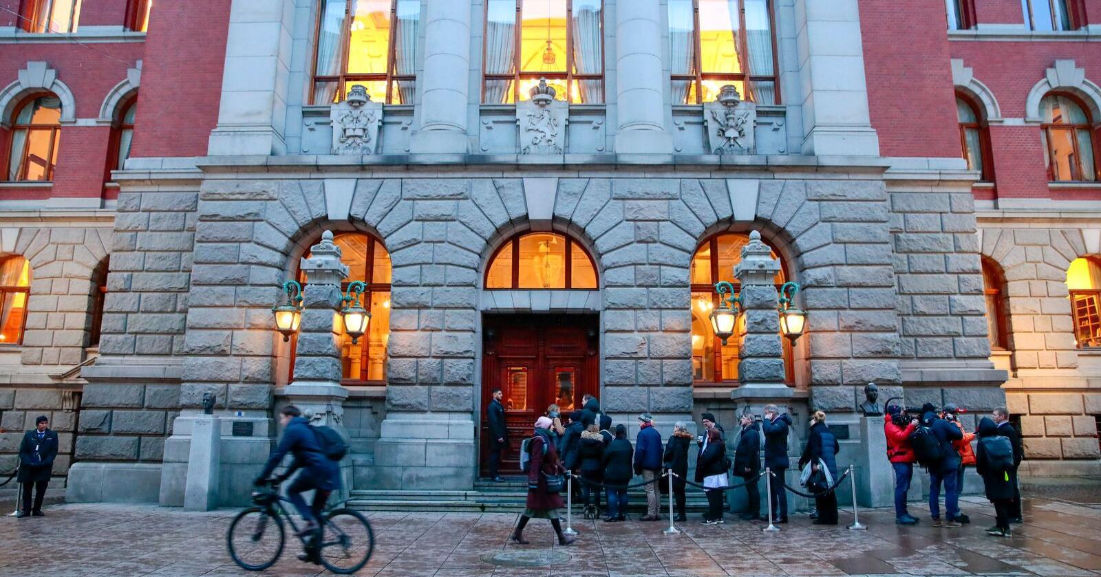 Publikum i kø utenfor Høyesterett i forbindelse med behandlingen av fire barnevernssaker i februar. Foto: Håkon Mosvold Larsen / NTB scanpix