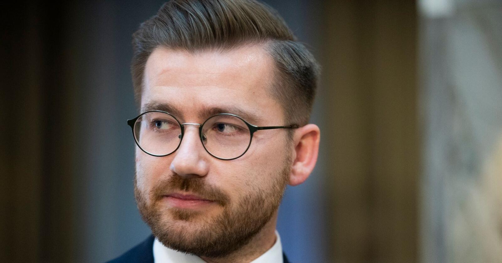 Klima- og miljøminister Sveinung Rotevatn har ifølge Aftenposten betalt for lite i skatt på pendlerboligen han har fått tildelt. Foto: Berit Roald / NTB