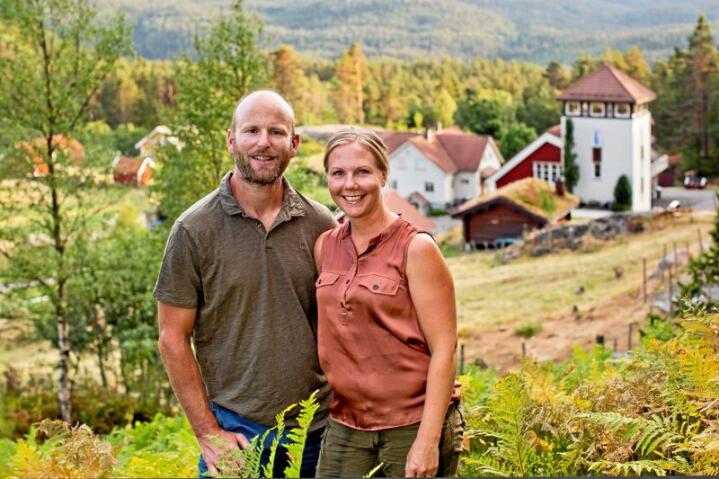 Skogens gull: Pernille Vea og Gunnar Sagstuen skaper system, og næringsutvikling av den uendelig store blåbærresursen som finns der ute. Foto: Solfrid Sande