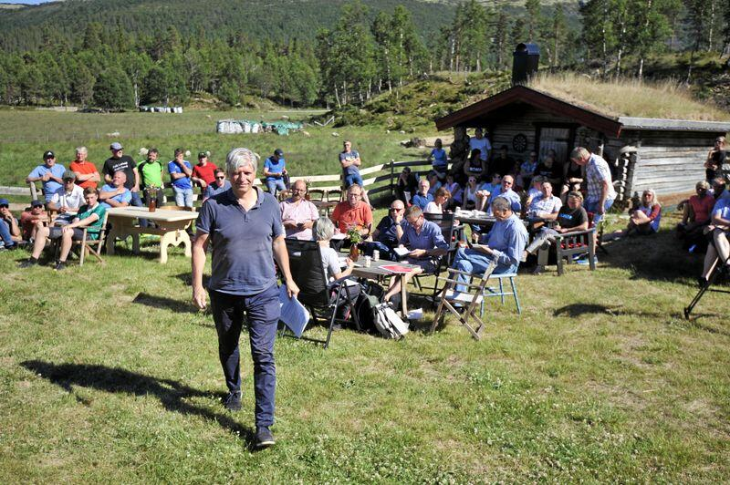 Klima- og miljøminister Ola Elvestuen besøkte Nord-Østerdalen søndag 1. juli. Foto: Sivert Rossing