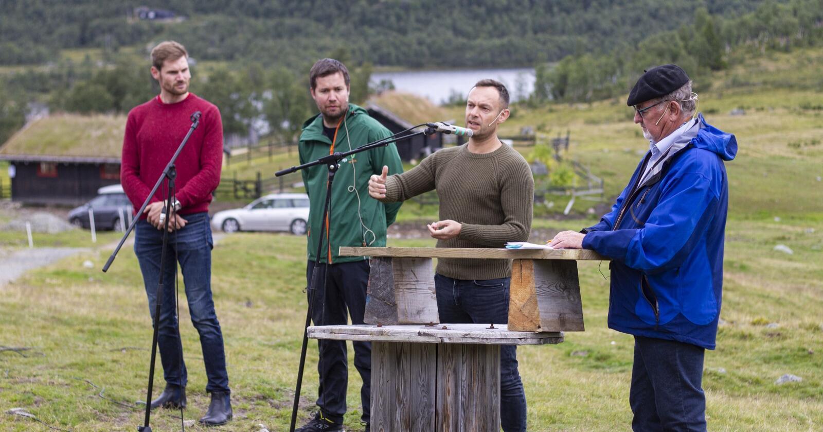 Debatt for de rødgrønne på Kråkeroe-stølen på Rauland. Nils Kristen Sandtrøen (Ap), Geir Pollestad (Sp) og Torgeir Knag Fylkesnes (SV) deltok.
