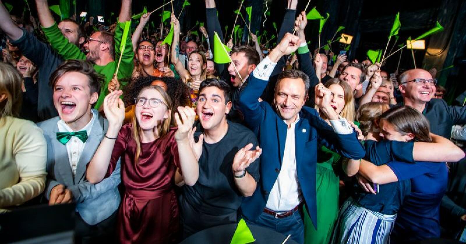 Vill jubel under valgvaken til Miljøpartiet De Grønne (MDG) på Sentralen i Oslo. Foto: Håkon Mosvold Larsen / NTB scanpix