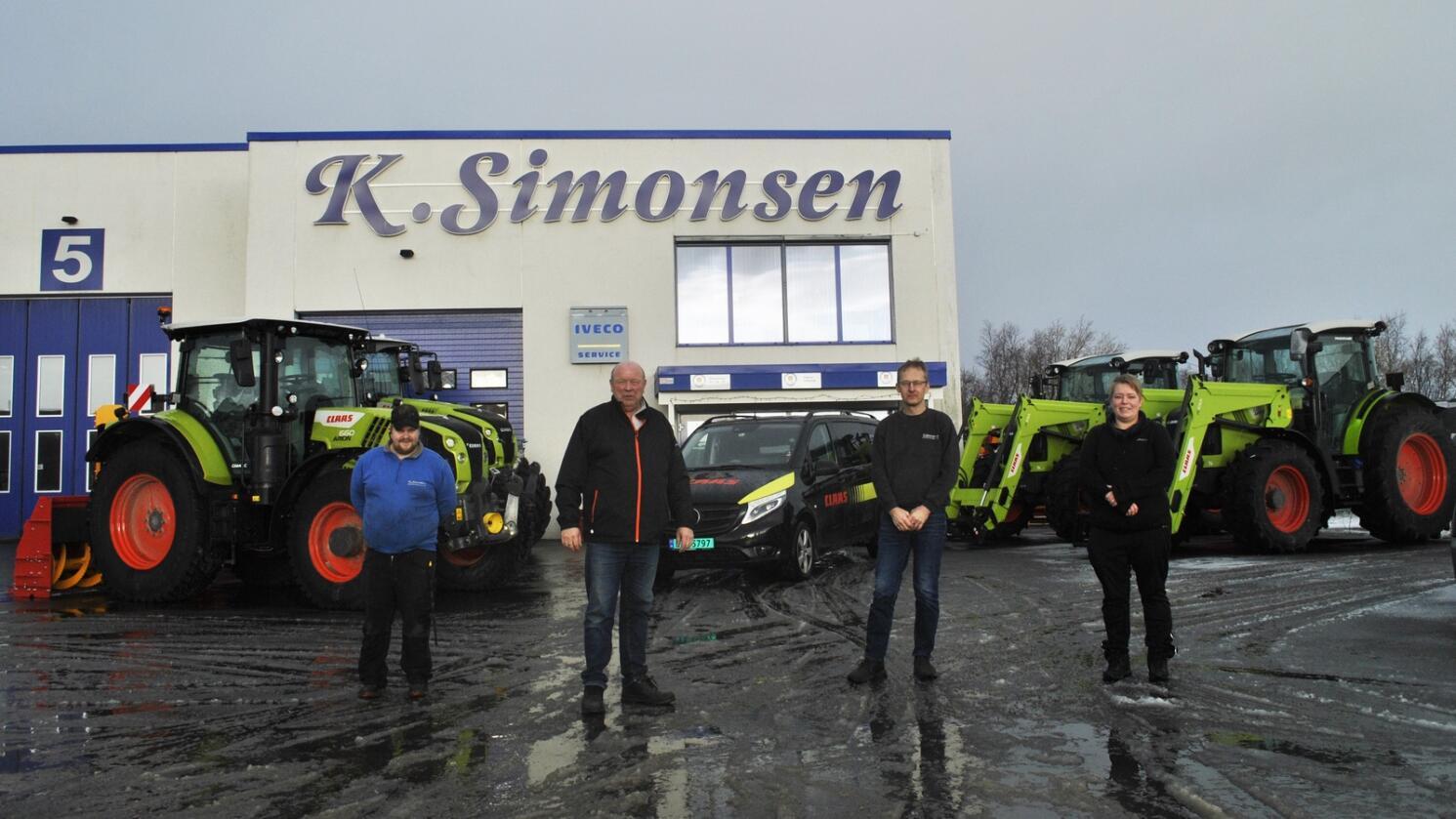 Ny Claasforhandler: Gjengen hos K. Simonsen ønsker velkommen  Fra venstre Landbruksmekaniker Stian Bredesen (f.v.), deleansvarlig Egil Pedersen, selger Jan Helge Nilsen og avdelingsleder Camilla Simonsen.