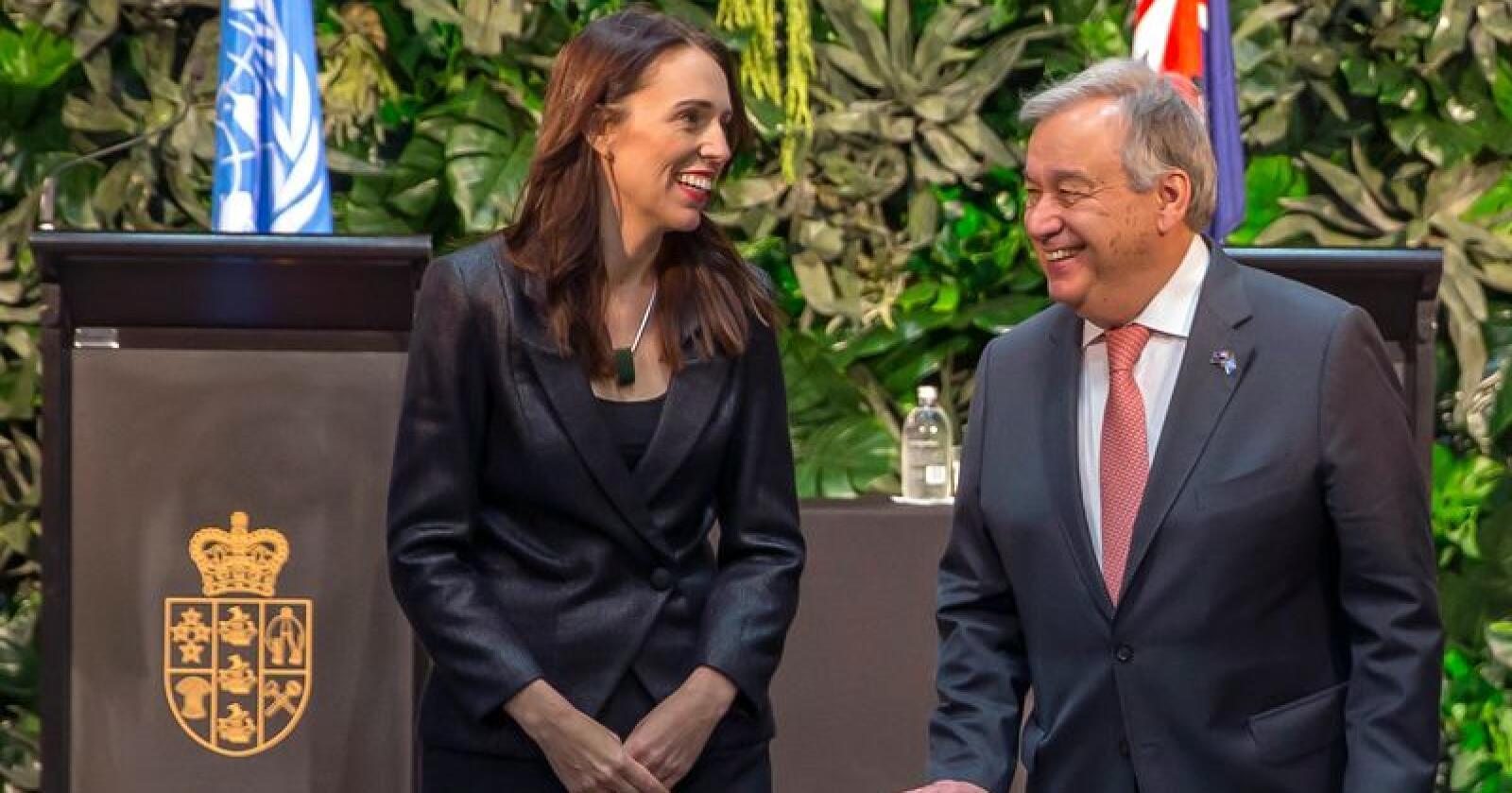 FNs generalsekretær António Guterres sammen med New Zealands statsminister Jacinda Ardern. Foto: Peter Meecham / NZ Herald via AP / NTB scanpix