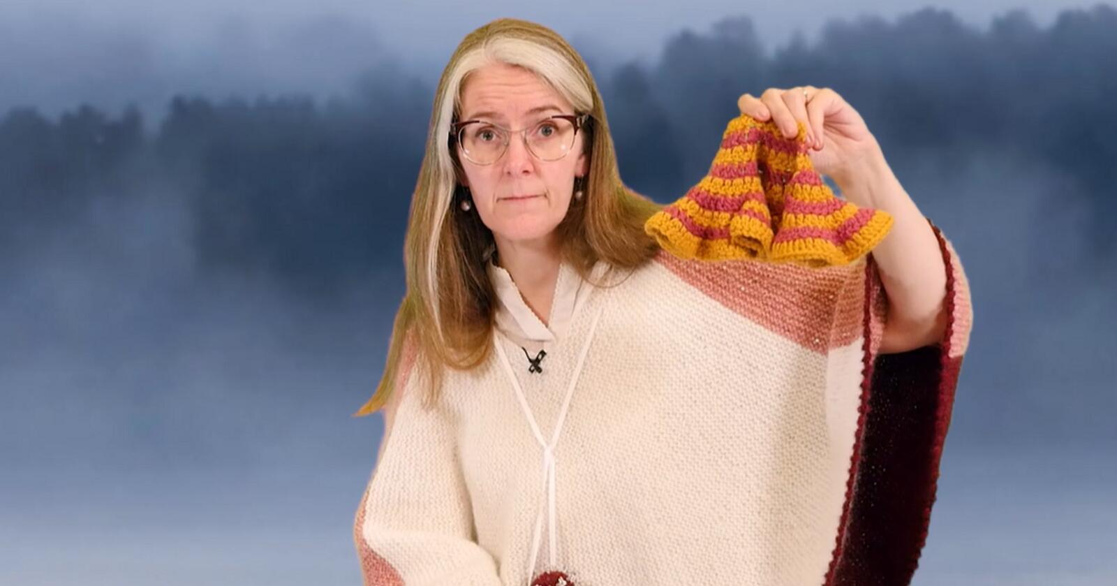 Kathrine Frey Frøslie formidlar statistikk via hekling og strikk. Her med korleis R-talet fungerer. Skjermdump: Kathrine Frey Frøslie