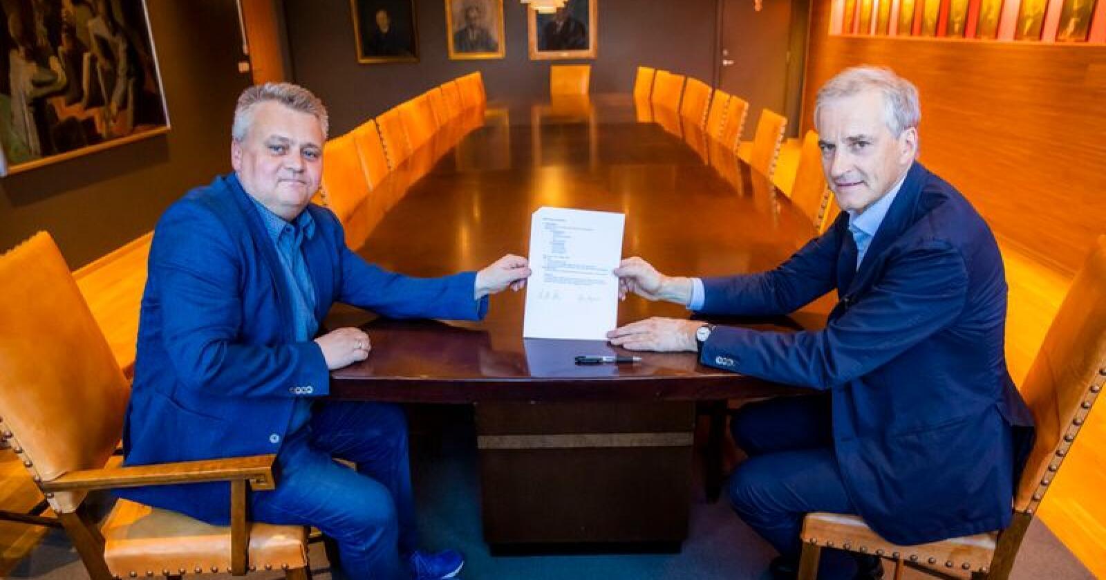 Fellesforbundets leder Jørn Eggum (t.v.) og Arbeiderpartiets leder Jonas Gahr Støre kan havne på kollisjonskurs om hvorvidt det er behov for å utrede EØS-avtalen eller ikke. Foto: Håkon Mosvold Larsen / NTB scanpix