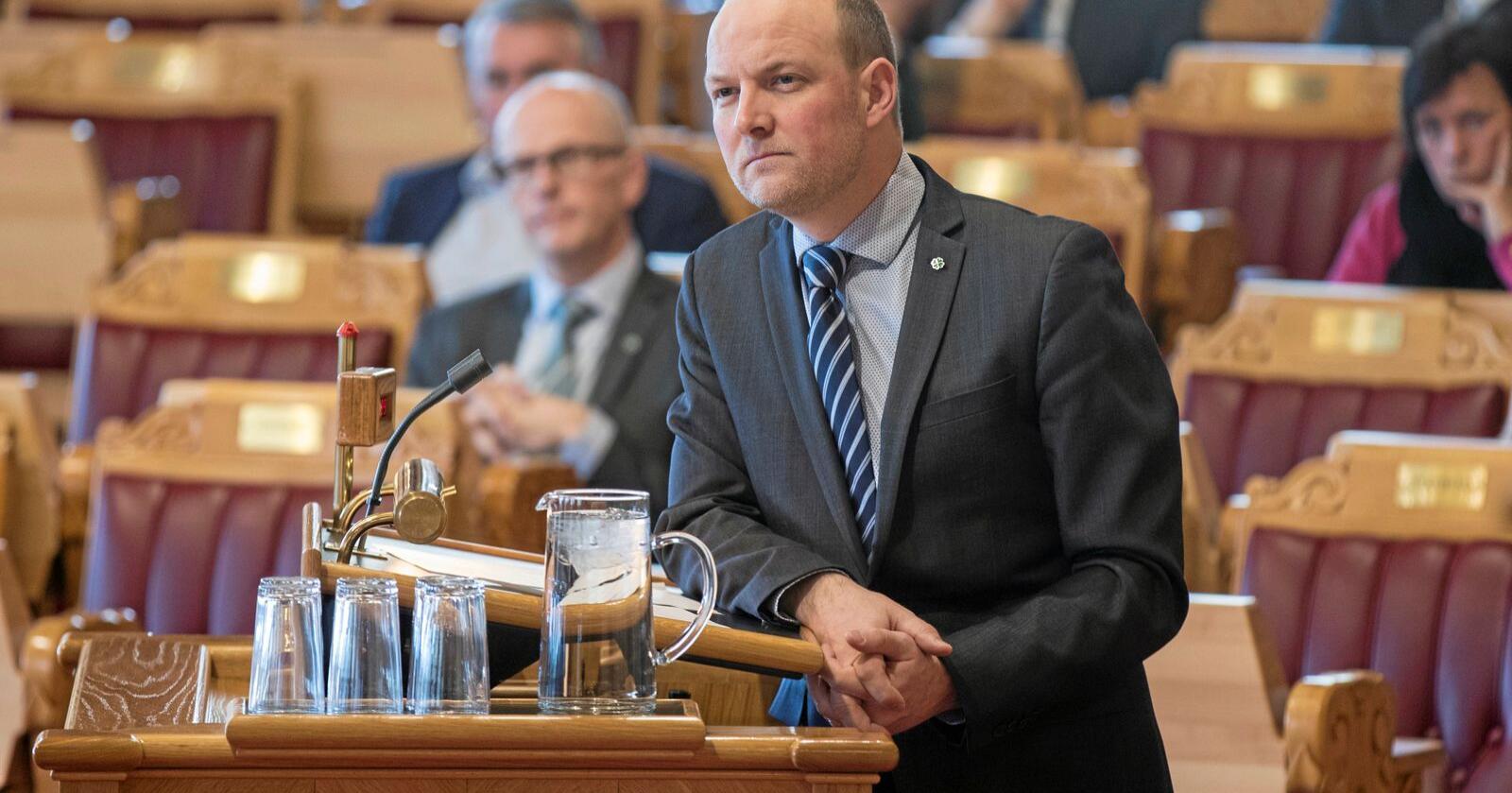 Stortingsrepresentant Ole André Myhrvold (Sp) ønskjer at det skal bli mogleg å trene hundar til rovdyrjakt, også i Noreg. Foto: Vidar Ruud / NTB scanpix