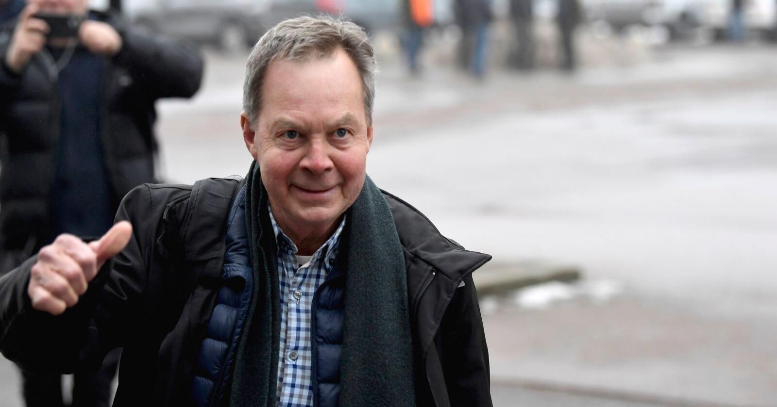 Den svenske milliardæren utenfor tingretten i Sverige. Foto: Pontus Lundahl / TT kod 10050