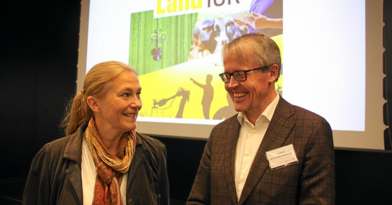 Alexandra Bech Gjørv, konsernsjef i Sintef og Ola Hedstein, administrerende direktør Norsk Landbrukssamvirke har tro på at teknologiutvikling i landbruket kan være positivt for hele samfunnet. Foto: Andrea Sofie Aasvang