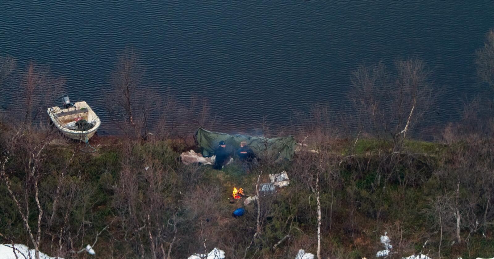 Tyvjakt på ender i Altavassdraget. Jegerne mener det er innenfor samisk sedvane. Bildet er frigitt av politiet. Foto: Statens naturoppsyn