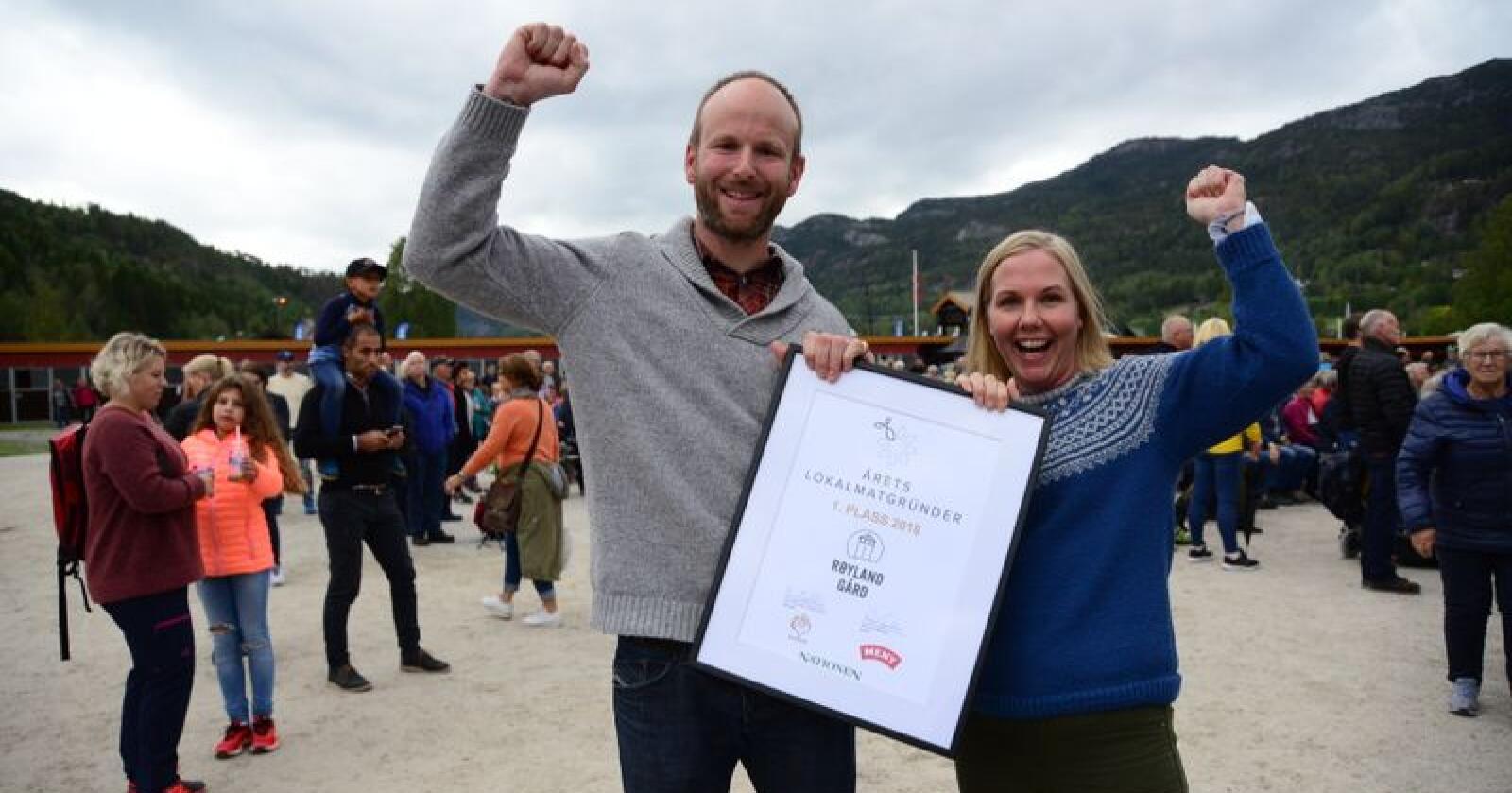 Gunnar Sagstuen og Pernille Vea ved Røyland gård ble Årets lokalmatgründer. Foto: Siri Juell Rasmussen