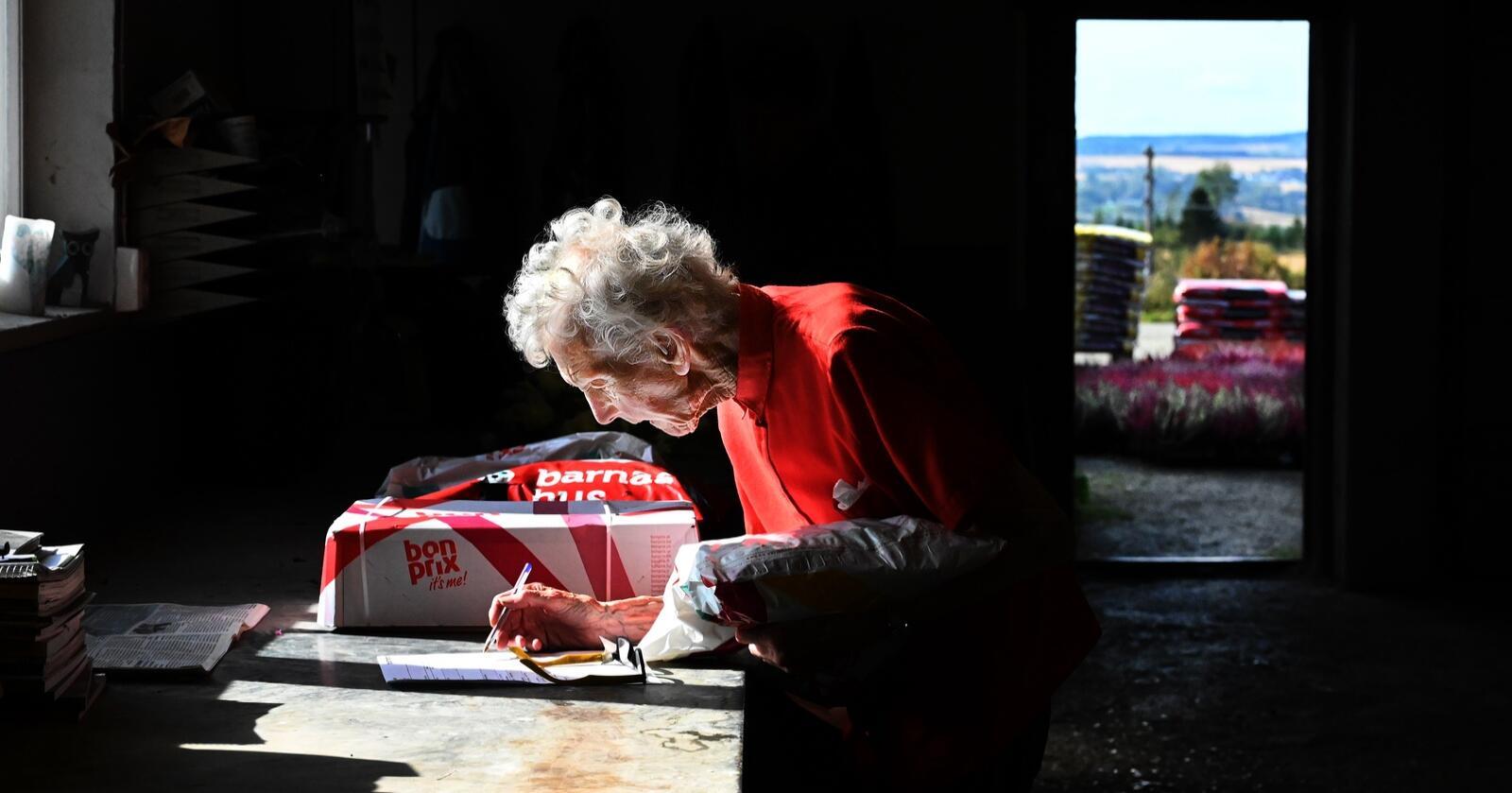 Bergljot Syljulien kan ikke tenke seg å slutte å jobbe. Da havner hun på aldershjem, tror hun. Foto: Siri Juell Rasmussen